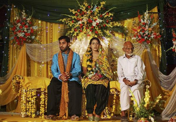 a description of wedding ceremonies in pakistan Most marriages in pakistan are of the arranged (or even semi-arranged) variety  an arranged marriage occurs when a member of the family,.